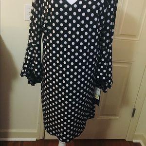 XL MSK Black and White Bell Sleeve Dress